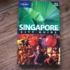 SINGAPORE City Guide (Lonely Planet, With pull-out Map)