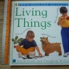 Living Things (Let's Explore Science)