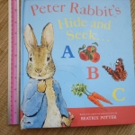 Peter Rabbit's Hide and Seek ABC (Pull the Tabs) มีตำหนิ