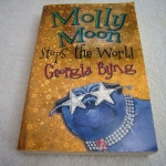 Molly Moon Stops the World (Paperback)