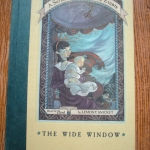 The Wide Window ปกแข็ง (Book the Third of A Series of unfortunate Events)