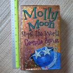 Molly Moon Stops the World (Hardback)