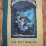 The Wide Window ปกอ่อน (Book the Third of A Series of unfortunate Events)