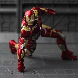 COMICAVE : IRON MAN MARK 43 Figure